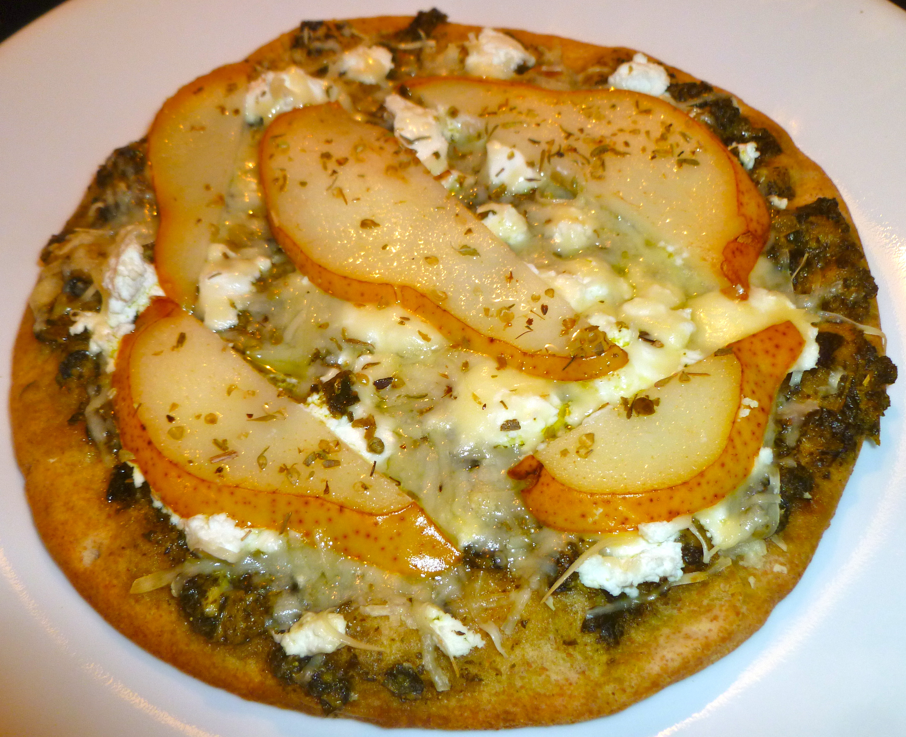 Pesto, Pear and Goat Cheese Mini Pizza - Nutrition Awareness